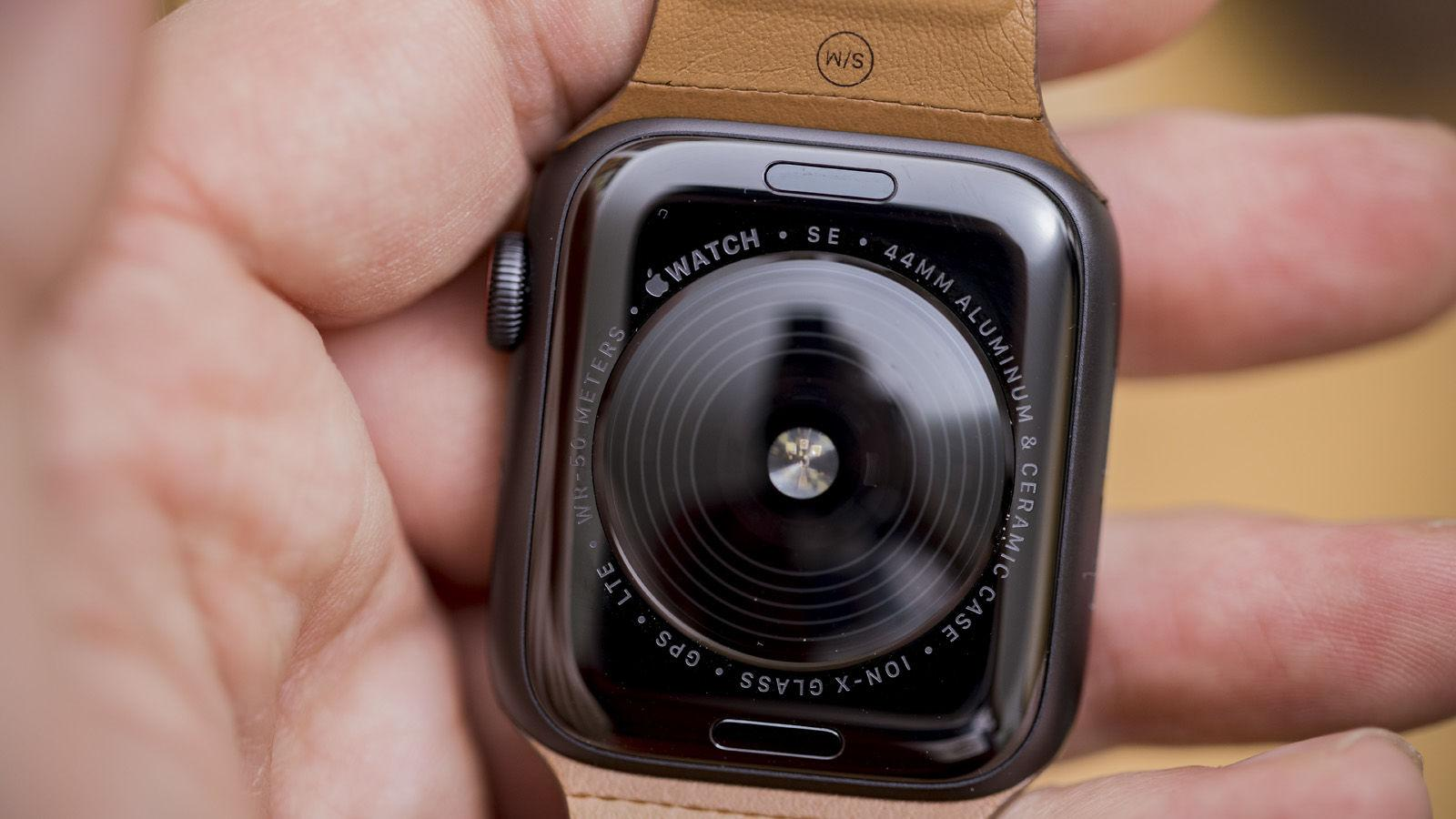 Charger l'Apple Watch SE